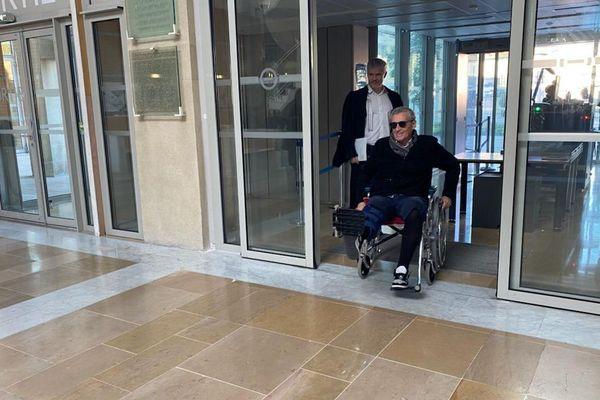 Philippe Saurel, maire de Montpellier et président de la métropole, à son arrivée au tribunal de grande instance de Montpellier, avec son avocat Gilles Gauer, avant son entrevue avec un juge d'instruction à propos des plaintes déposés contre lui par des élus des communes voisines de Montpellier.