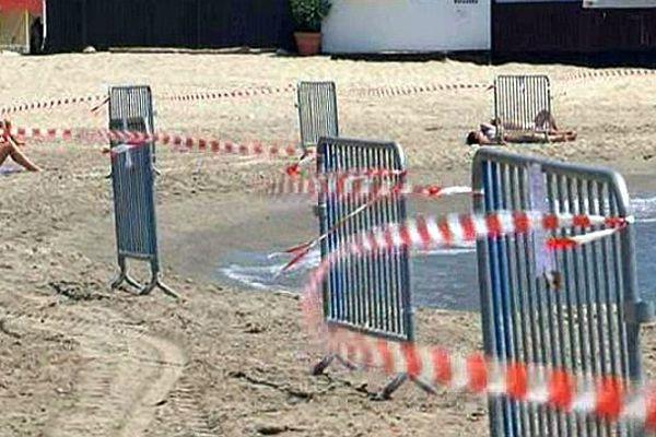 Palavas (Hérault) - la plage interdite pour cause de pollution - 4 juin 2015.