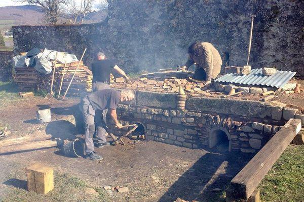 Construction d'un four potier Gallo-Romain du 1er siècle à Autun
