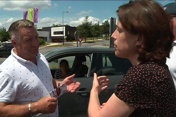 Dialogue de sourds entre un automobiliste et la Préfète de Dordogne qui tente de lui expliquer le bien-fondé de la limitation à 80 km/h