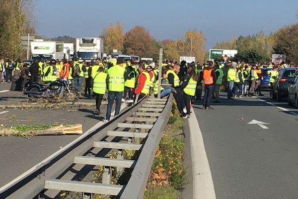 La route nationale 10 bloquée ce lundi 19 novembre