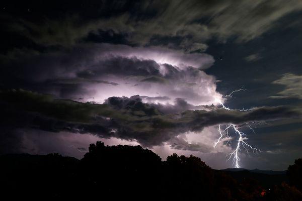 """Illustration. La Corse placée en vigilance jaune """"pluie-inondation"""" et """"orages"""""""