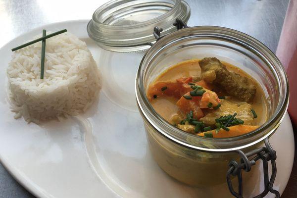 Le curry d'agneau du chef Alexandre Challerie du restaurant Papill'