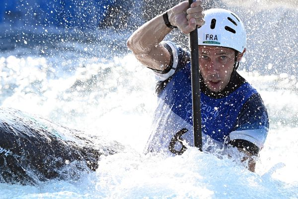 La kayakiste Boris Neveu, originaire de Bagnères-de-Bigorre, pendant les qualifications en kayak slalom aux Jeux Olympiques de Tokyo, ce 28 juillet 2021.