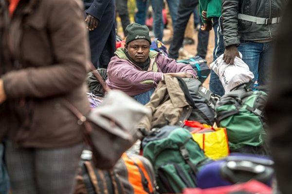 Quelques centaines de migrants ont préféré quitter Calais ces derniers jours pour demander l'asile en France.