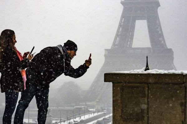 La neige s'est invitée à Paris et sur les réseaux sociaux cette nuit (illustration)