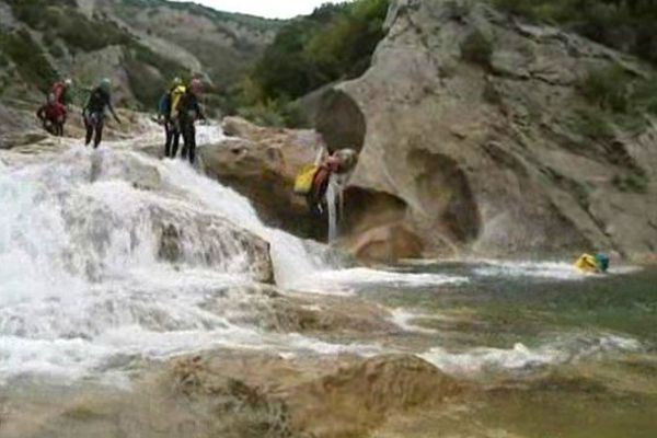 Les gorges de Galamus, étroites et impressionnantes : haut lieu du canyoning chez les catalans