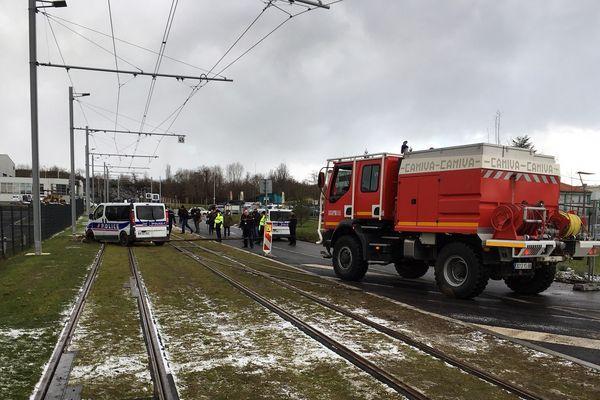 Une voiture de police embourbée sur les rails a retardé l'inauguration du nouveau tramway entre Bâle et Saint-Louis.