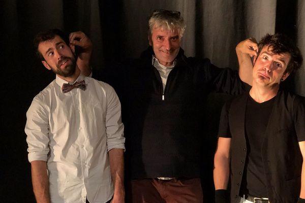 Vincent Gilbin et Gabriel Martin se font tirer les oreilles par Eric Burbail leur metteur en scène