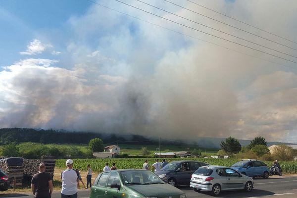 L'impressionnant incendie sur le plateau de Chenôve, ce lundi 20 juillet 2015.