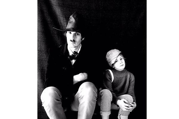"Photo du film ""The Kid"" avec Charlie Chaplin imitée"