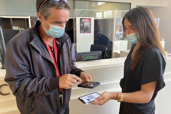 Les salariés entament les contrôles de pass sanitaire de leurs collègues.
