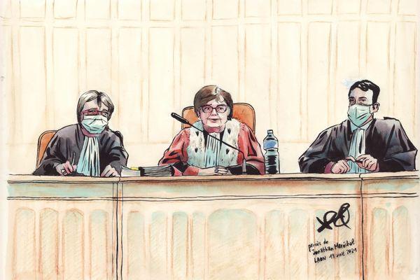La présidente du tribunal et ses assesseurs, lors du procès de Jonathan Maréchal à Laon.