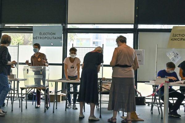A Vaulx-en-Velib, 5 listes étaient présentes pour ce second tour des élections municipales. Hélène Geoffroy a revendiqué sa victoire avec près de 45% des voix.