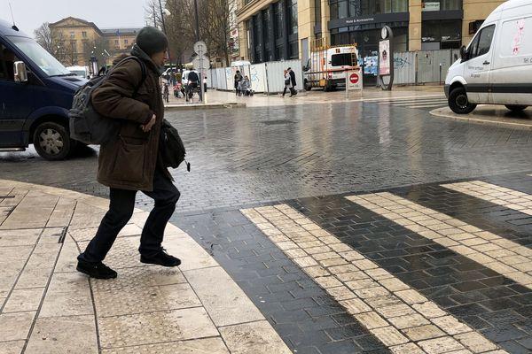 Quand la ville se transforme en patinoire, le mieux est de ne pas se presser.
