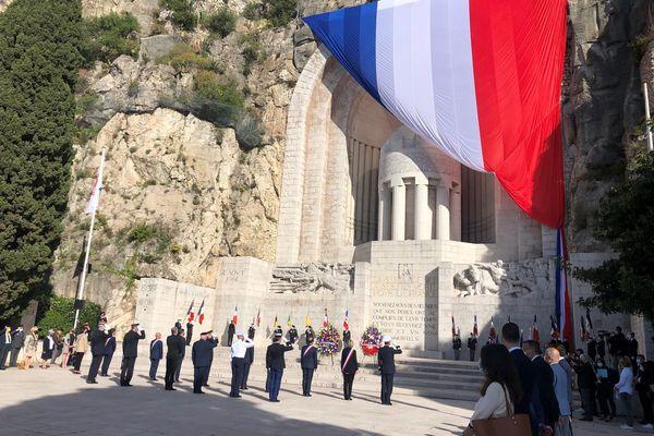 La cérémonie s'est déroulée au monument aux morts à Nice ce matin.
