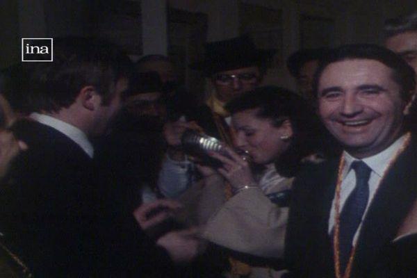 Jean-Pierre Soisson lors d'une dégustation de Beaujolais nouveau dans les salons de l'Assemblée nationale en novembre 1978