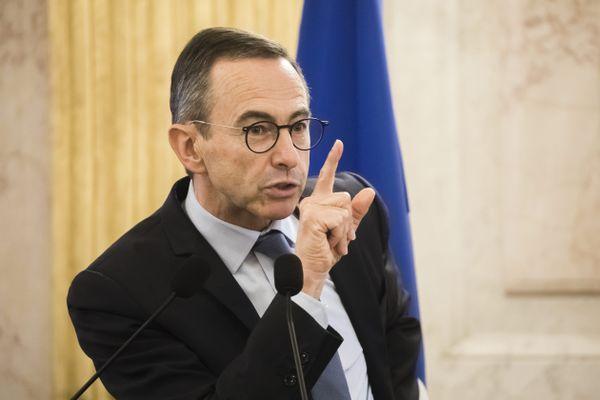 Bruno Retailleau l'a annoncé sur son compte twitter, il ne rendra pas place de la République à Paris, ce dimanche 18 octobre pour l'homme à Samuel Paty, professeur décapité à la sortie de son collège dans les Yvelines.
