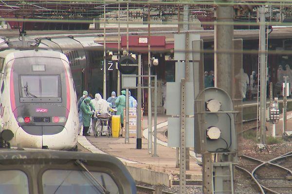 De 6 h à 10h en gare de Nancy, une opération de transfert longue et délicate.