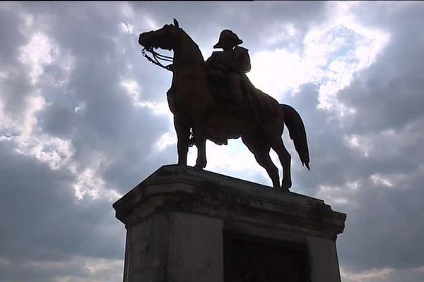 Une statue équestre de Napoléon, à Montereau-Fault-Yonne, en Seine-et-Marne.