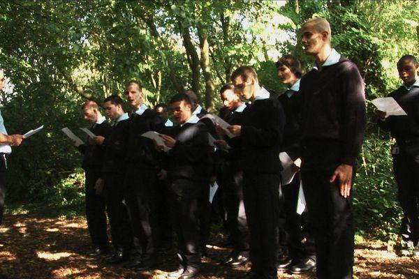 Les jeunes de l'EPIDE apprennent la Marseillaise