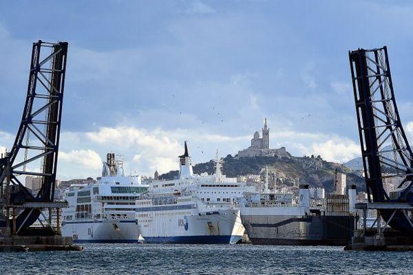 21/11/15 - Les navires de la SNCM à quai dans le port de Marseille
