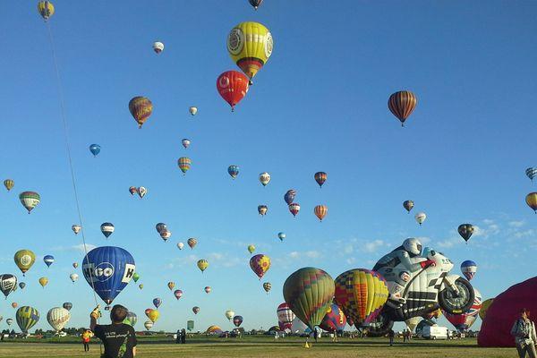 Choisissez votre fond d'écran aux couleurs du mondial Air Ballons et de France 3!