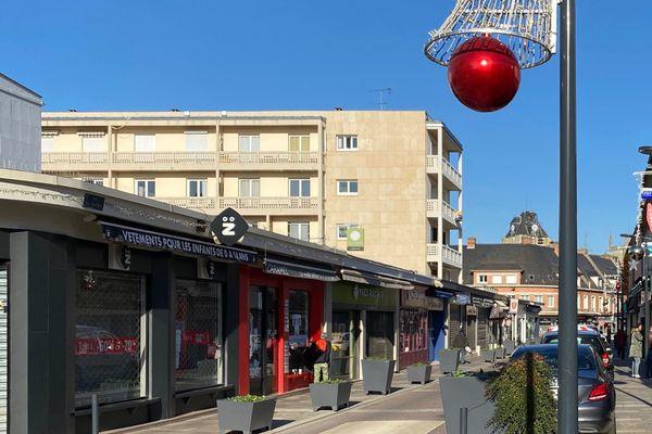 Commerces dans le centre-ville de Louviers
