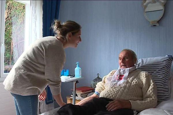Charline Houssemand au chevet d'un patient