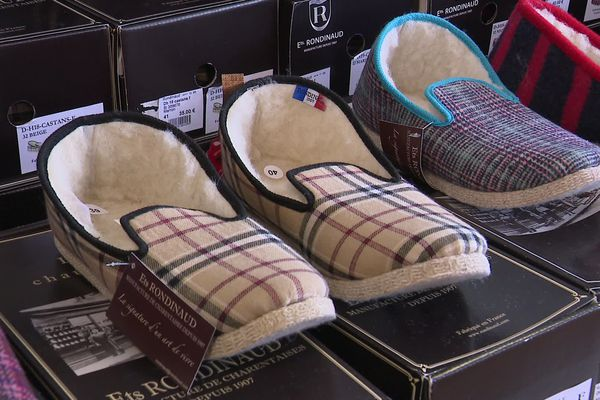 Les ventes de pantoufles Rondinaud explosent depuis la fermeture de la Manufacture Charentaise.