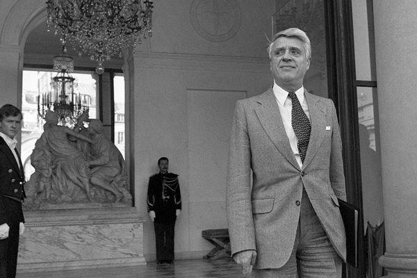 Le ministre du Travail Robert Boulin sort du Palais de l'Elysée, le 26 septembre 1979, après avoir participé au Conseil des ministres.