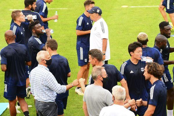 Les Girondins le 10 août dans les Landes lors d'un entraînement, en présence de leur nouvel entraîneur Jean-Luc Grasset