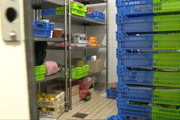 Livrer des produits frais à ceux qui ne peuvent se déplacer, un des nombreux actes de solidarité pendant la période de confinement.