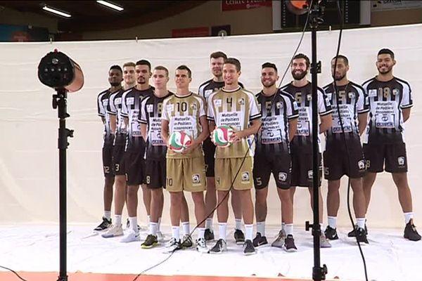 Séance photo pour l'équipe du Stade Poitevin Volley