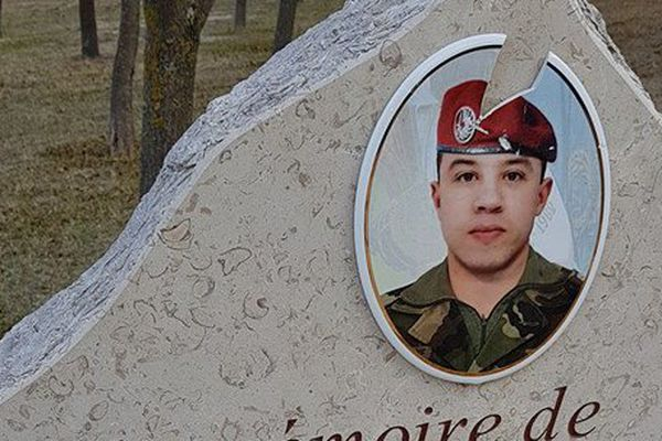 La stèle municipale honorant Abel Chennouf, le soldat tué par Mohamed Merah a été dégradée - 7 décembre 2017