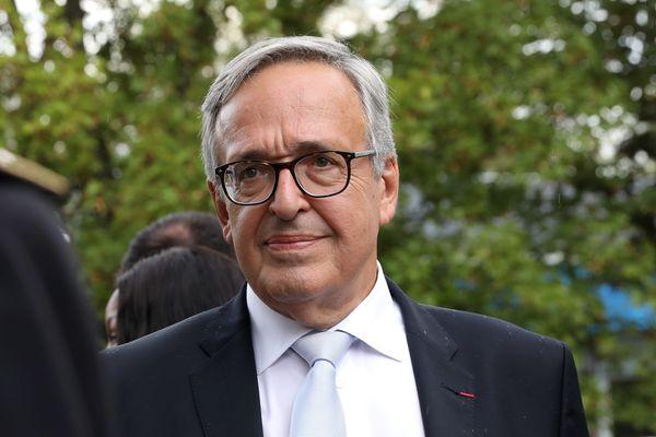 Francis Chouat, candidat sans étiquette, ancien membre du parti socialiste, a été élu député de la première circonscription de l'Essonne.