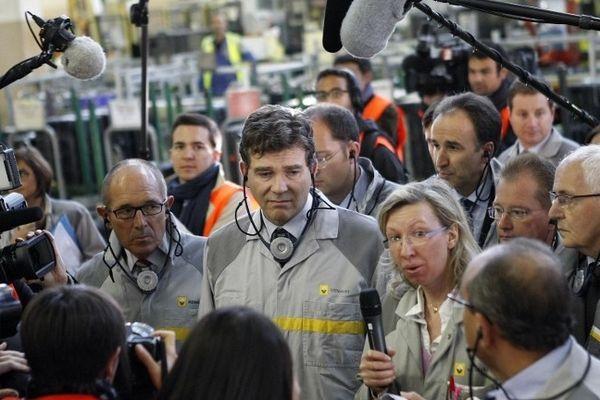 Arnaud Montebourg en visite dans l'usine Renault à Cléon en présence du président de Région Alain Le Vern (à sa gauche) et du président de Seine-Maritime Didier Marie (à sa droite).