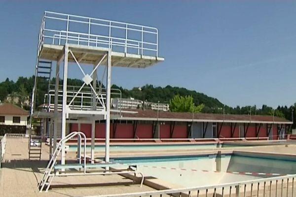 La piscine est pour l'instant fermée, et ses bassins sont ...vidés !!!