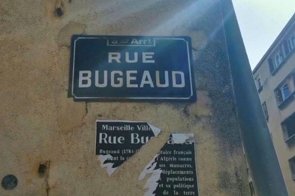 La rue Bugeaud à Marseille, conquérant controversé de l'Algérie, lors de la conquête coloniale.
