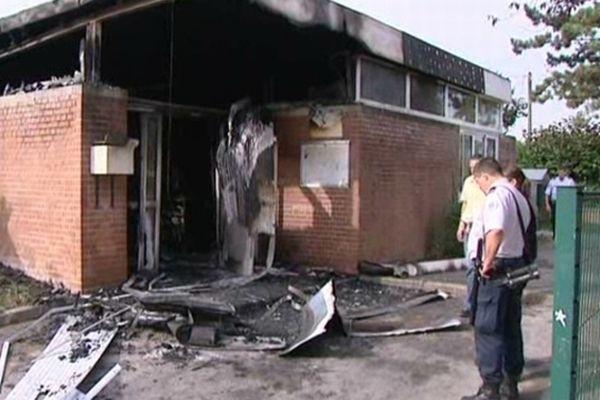 L'école maternelle Voltaire a été incendiée lors des émeutes à Amiens nord le 13 août 2012.