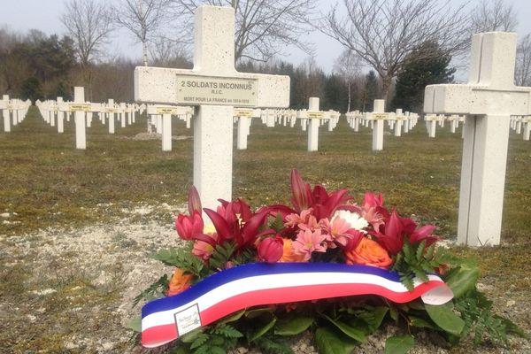 Les deux soldats n'ont pas pu être identifiés. Toutefois les restes de leurs uniformes ont permis de savoir qu'ils faisaient partie d'un Régiment d'Infanterie de Marine des troupes coloniales.