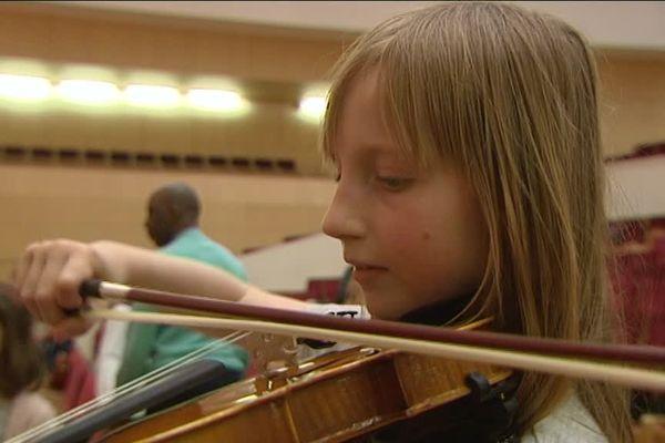 Les enfants garderont leur instrument pendant 3 ans.
