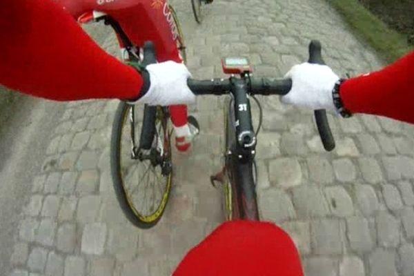 Les pavés du Paris-Roubaix, au guidon du vélo d'Adrien Petit.