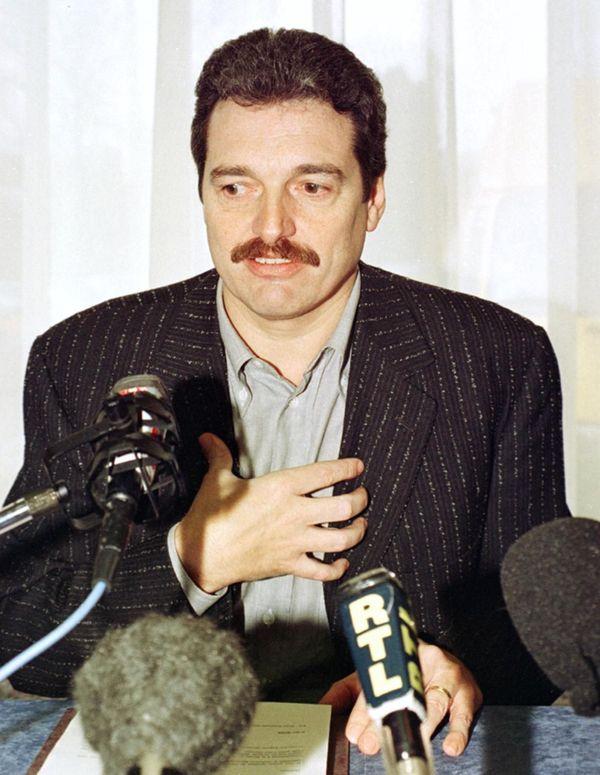 Didier Rose, figure historique du CSP et alors agent de joueur, ici en conférence de presse le 9 février 2000 à Limoges.