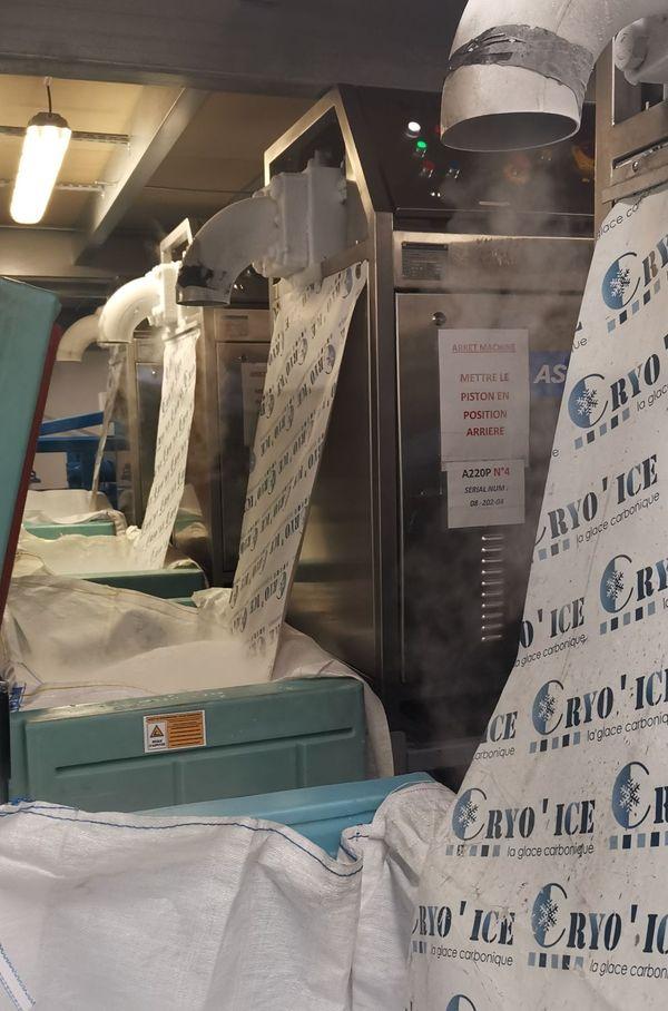 La société Cryo'Ice, située à Metz, fabrique de glace carbonique à partir de la récupération de CO₂ déjà produit par l'industrie.