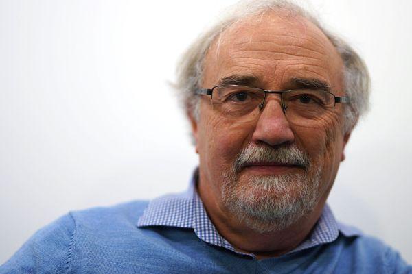"""Gérard Pitrou est un astronome amateur installé à Rouen. Il préside l'association """"Les Vendredis de l'Astronomie""""."""