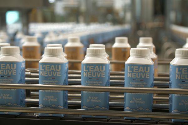 """La Compagnie des Pyrénées, basée en Ariège, a lancé en avril son """"eau neuve"""" (Ô9) un clin d'oeil au numéro du département dans lequel est puisée cette eau de source. Cette eau minérale naturelle """"durable"""" est la première embouteillée dans une bouteille en carton."""