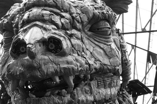 Le dragon de Calais dans l'atelier de la Compagnie La Machine à Nantes