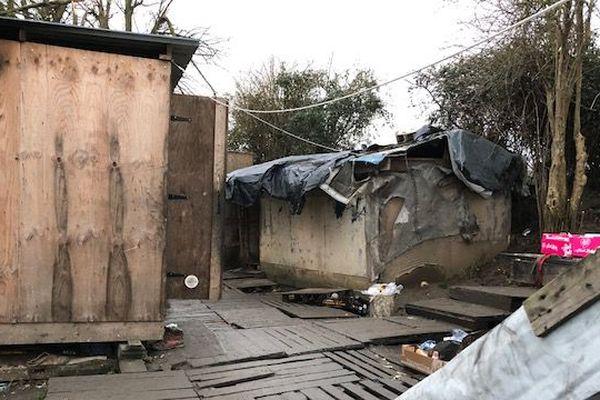 La police est intervenue ce mercredi matin pour évacuer le camp de Tatinghem.