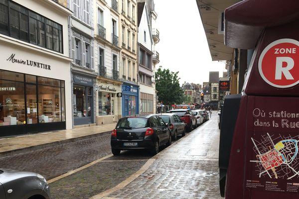 Dans les rue de Troyes, le stationnement est gratuit jusqu'au 22 juin pour soutenir les commerçants.
